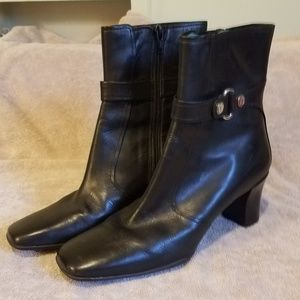 Cole Haan sz 8 ankle boots